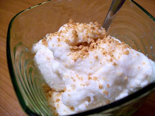 Gelato al fior di latte nocciole e amaretti